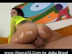 Julia bond anal (big wet butts)